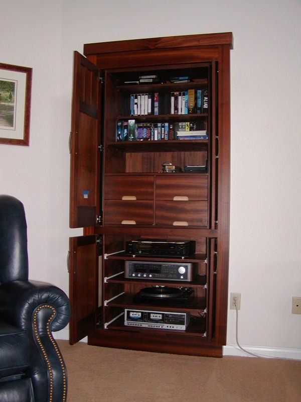 Small Craftsman's Entertainment Unit